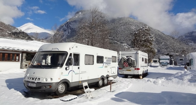 ski-en-camping-car-aire