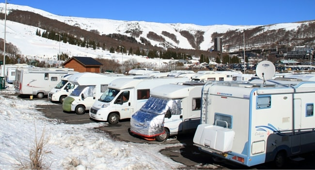 Ski dans le Massif Central en camping-car station Super Besse