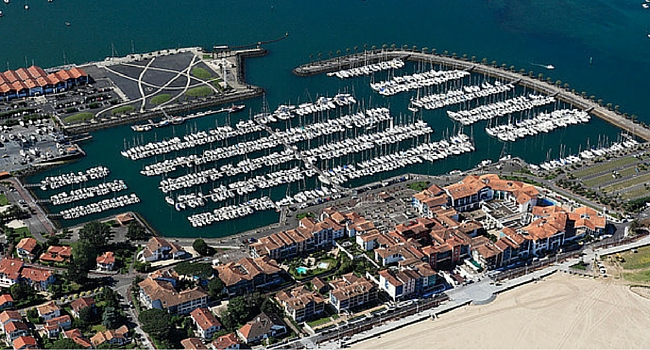 Le port d'Hendaye Salon coté loisirs Hendaye 2016