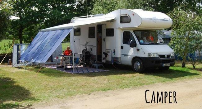Différences entre stationner et camper en camping-car