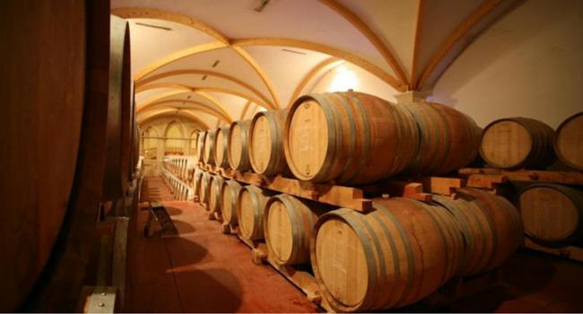 La route des vins du Médoc en camping-car_Maison-du-vin-Saint-Estèphe