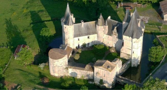 Château_de_cherveux_Mairais_Poite_vin_camping_car