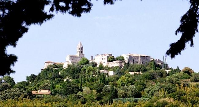 Garde-adhemar-village