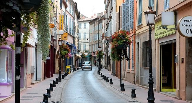 La route des vins de Provence en camping-car_Centre-ville-Brignoles