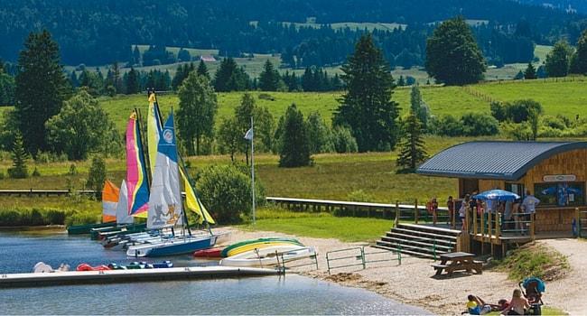 lac-des-rousse-jura-camping-car