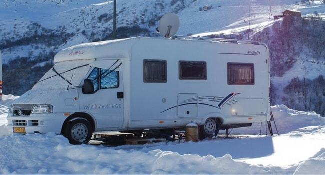 Camping-car a la neige