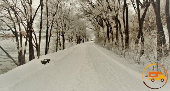 conduite-sur-neige-en-camping-car-3
