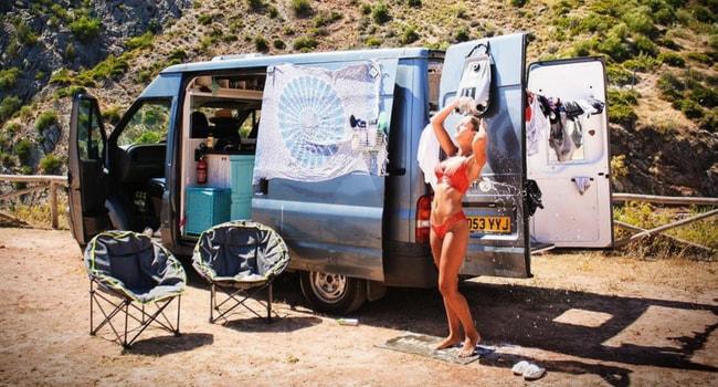 Supporter les fortes chaleurs en camping-car_douche