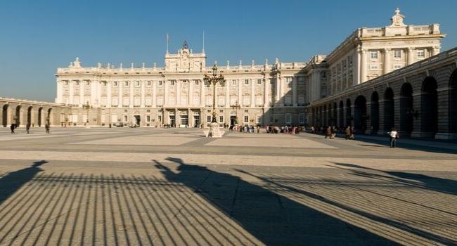 En route vers Madrid et sa région en camping-car_Palais Royal