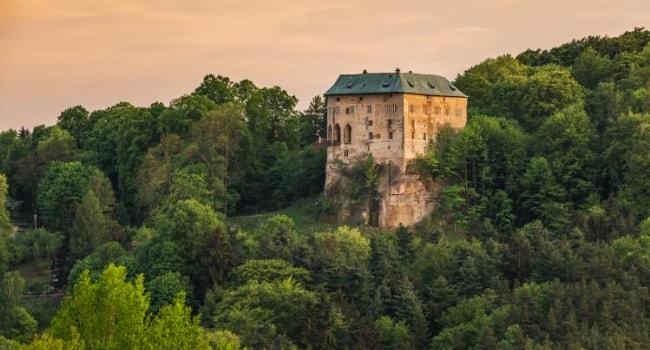 La route des châteaux hantés en camping-car_Le château de Houska