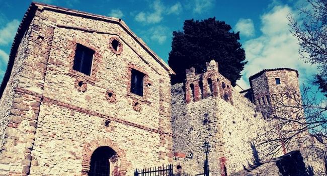 La route des châteaux hantés en camping-car_Le château de Montebello