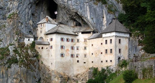 La route des châteaux hantés en camping-car_Le château de Predjama