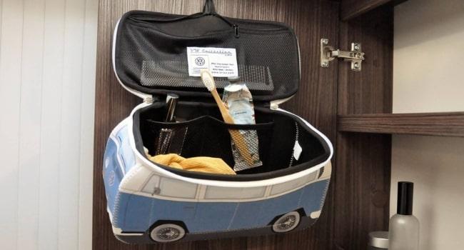 idees-cadeaux-camping-cars-trousse-de-toilette-combi
