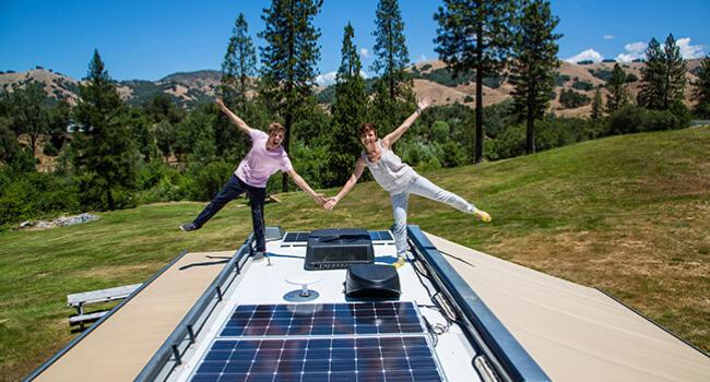 Camping-car-avec-panneau-solaire-toit