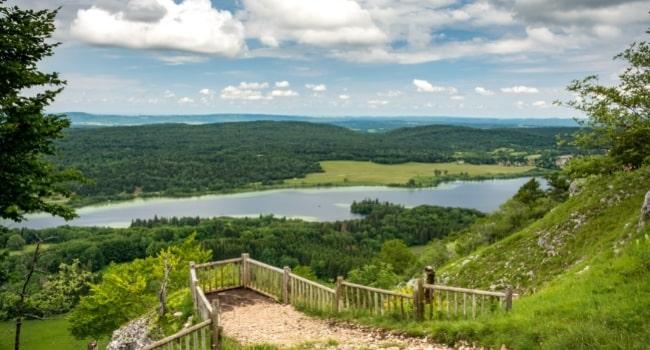 excursion-dans-le-jura-en-camping-car-pic-de-l-aigle-belvedere-des-quatre-lacs
