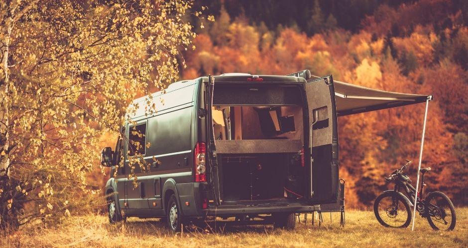 ou-partir-en-vacances-en-novembre-en-france-camping-car-van-fourgon-location