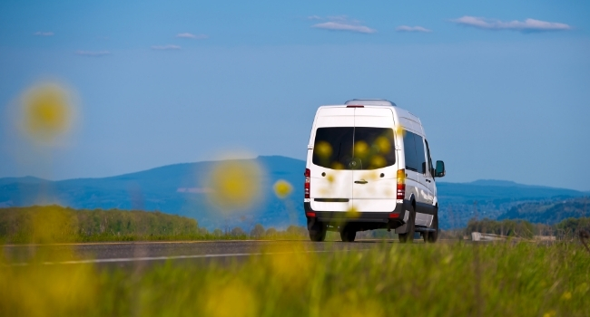 Camping-car-fourgon-route