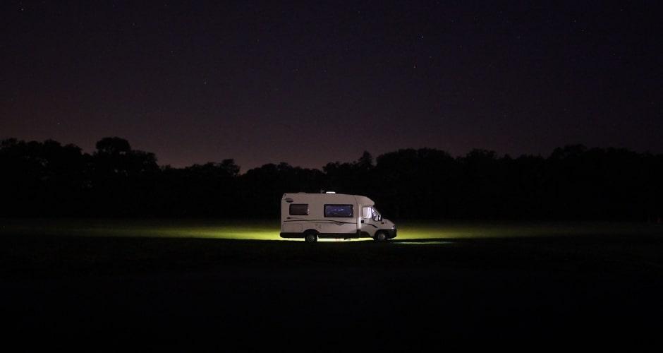 couvre-feu-en-camping-car-voyager-en-periode-de-couvre-feu