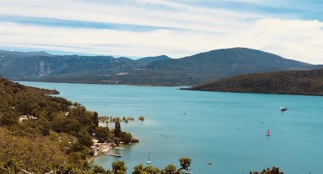 partir-en-juillet-en-france-alpes-de-hautes-provence-lac-de-sainte-croix