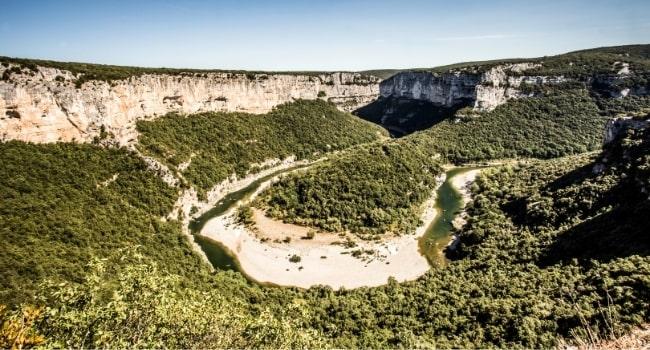 partir-en-aout-en-france_route-panoramique-des-gorges-de-l-ardeche-belvederes