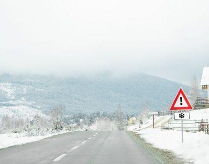blog-wikicampers-loi-montagne-equipements-obligatoires-rouler-sur-la-neige-camping-car